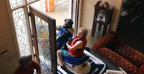 Houston Couple Calls Fast Food Chain To Order Breakfast Burritos & Rescue Boat  & They Deliver!