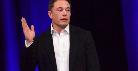 Elon Musk warns AI could become an immortal dictator